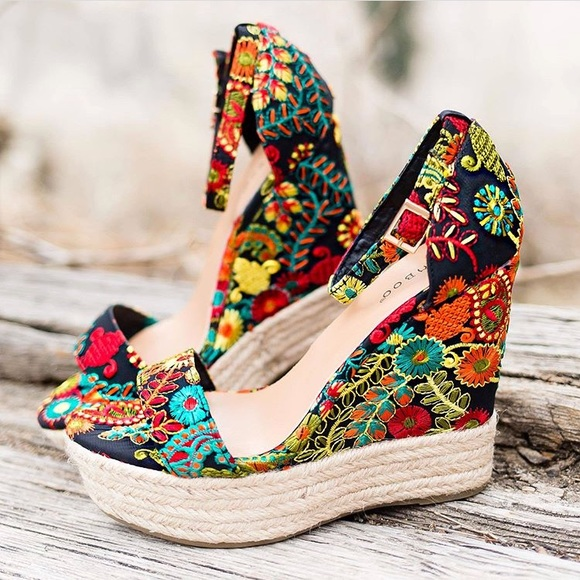 b520a383486d Embroidered Floral Wedges. NWT. BAMBOO